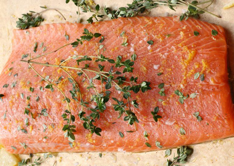 Salmon-with-rhubarb-and-dill-mayo